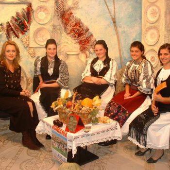 """Solistele din Ansamblului """"Magura"""" la TVS Brasov"""