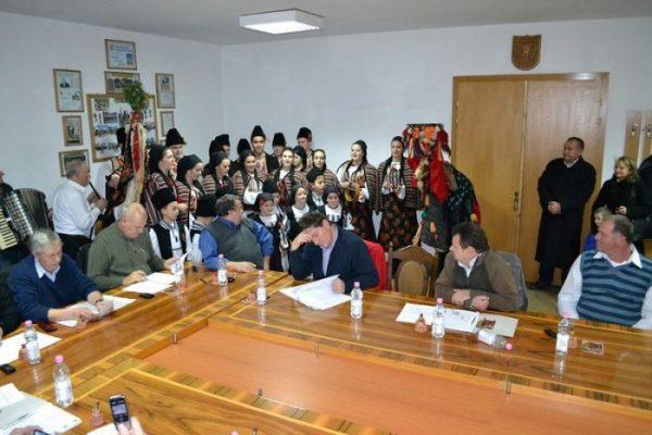 """Ansamlul """"Magura"""" colinda Consiliul Local Codlea"""