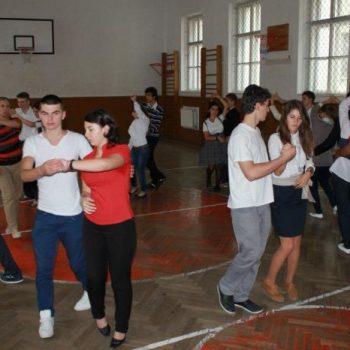 ROMANA pentru toti – un dans istoric se intoarce in comunitate